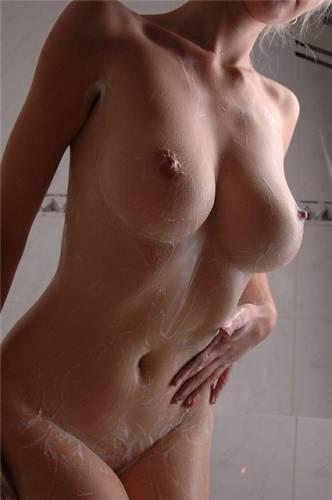 обнаженная только грудь девушки полные без лица фото